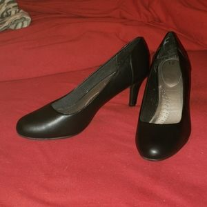 Black Pumps (like new condition!)